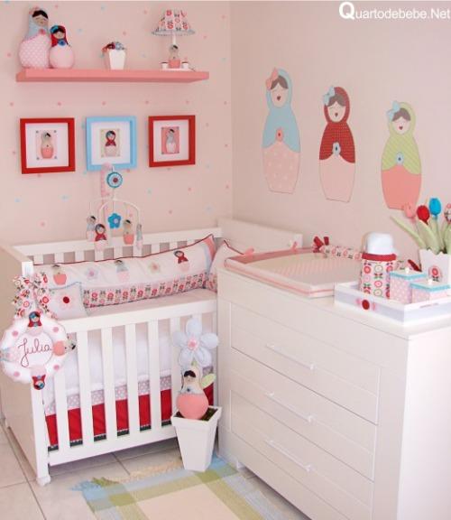As bonecas que viraram verdadeira febre alguns anos atrás dão o charme nesse lindo quarto. Imagem: