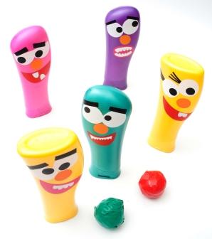 como-fazer-brinquedo-reciclado-boliche-embalagem-shampoo-criancas-reciclagem-sala-de-aula-4