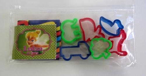 kit-contendo-massinhas-coloridas-e-6-cortadores-sortidos-acondicionados-em-bolsinha-plastica-personalizada-da-ideia-de-comadre-atelie-wwwideiadecomadrecombr-r14-cada-preco-1385660207689_956x500