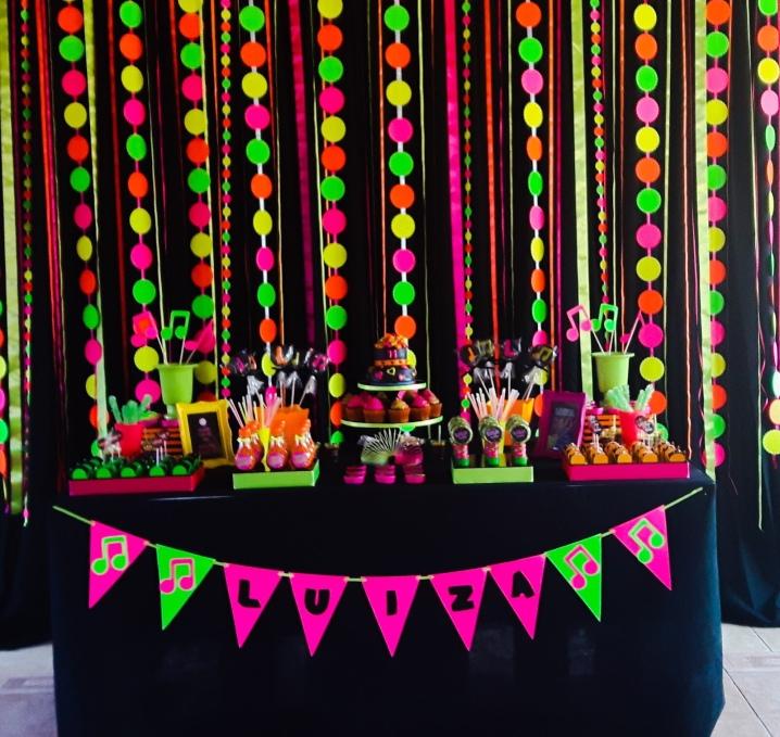 http://grazielemello.blogspot.com.br/2016/05/baladinha-neon-neon-party.html?m=1